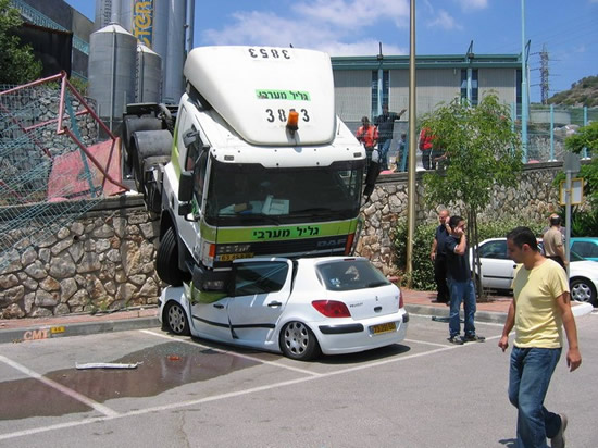 LKW vs. Kleinwagen