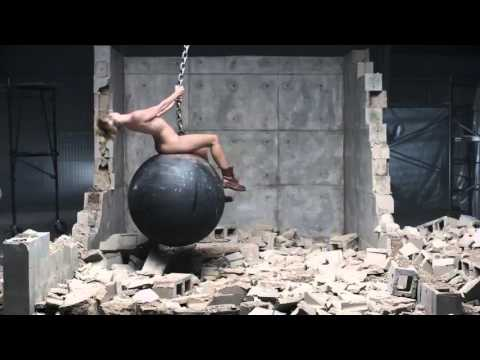 musikloses musikvideo miley cyrus wrecking ball video auf. Black Bedroom Furniture Sets. Home Design Ideas